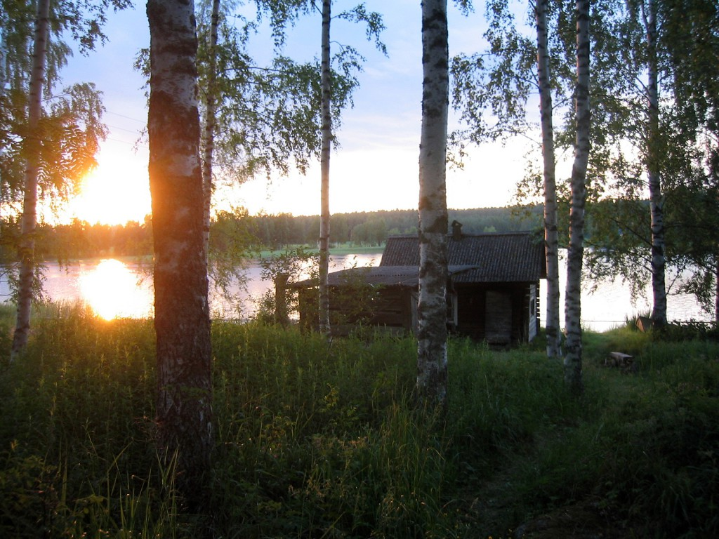 A sauna alongside one of Finland's many lakes. (Source)