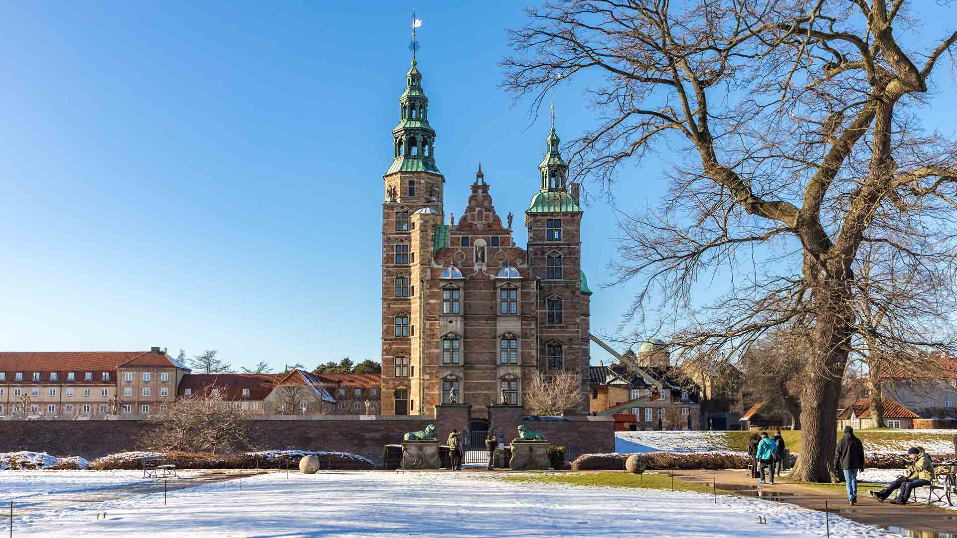 rosenborg castle under the snow