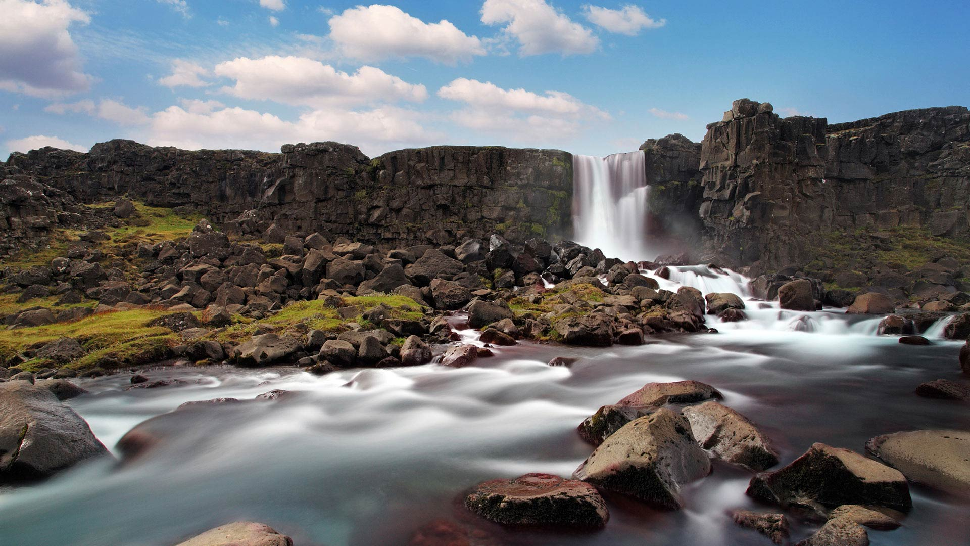 Rosnarfoss Waterfall in Þingvellir