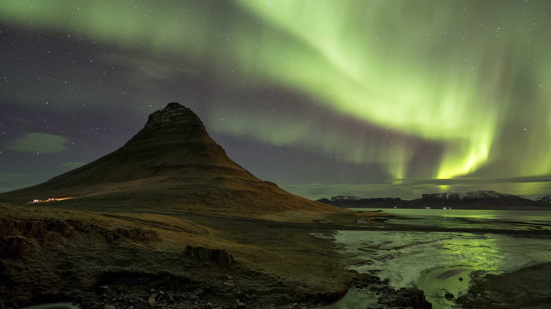 Northern lights in Kirkjufell, Iceland