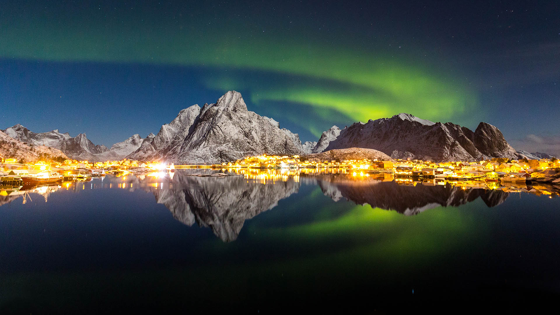 Northern lights over the Lofoten Islands, Norway