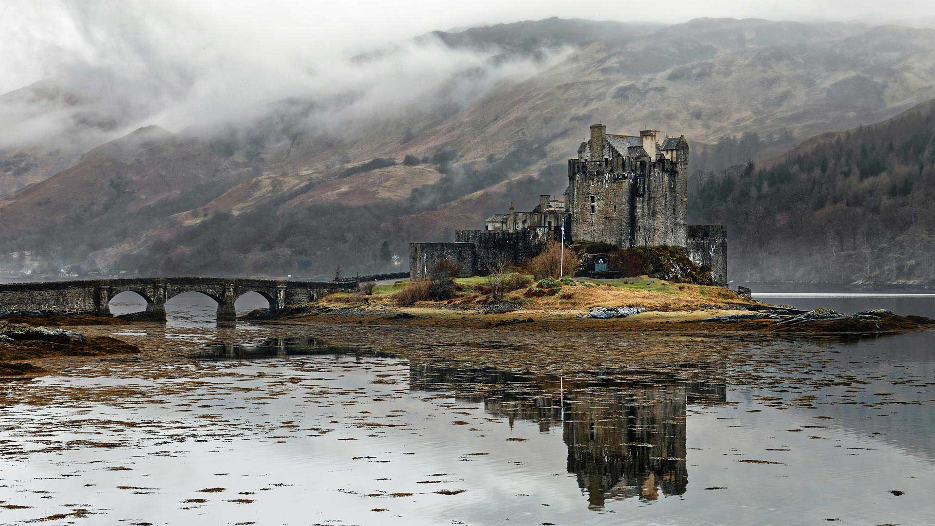 eilean donan castle in the mist