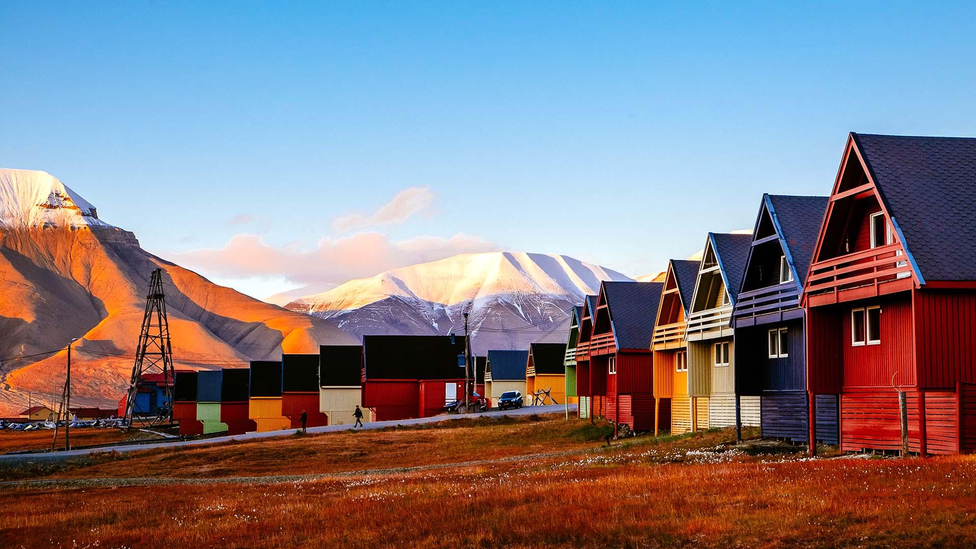 Best of Svalbard - Isfjord Radio & Huskies - 5 Days 4 Nights - Nordic  Visitor