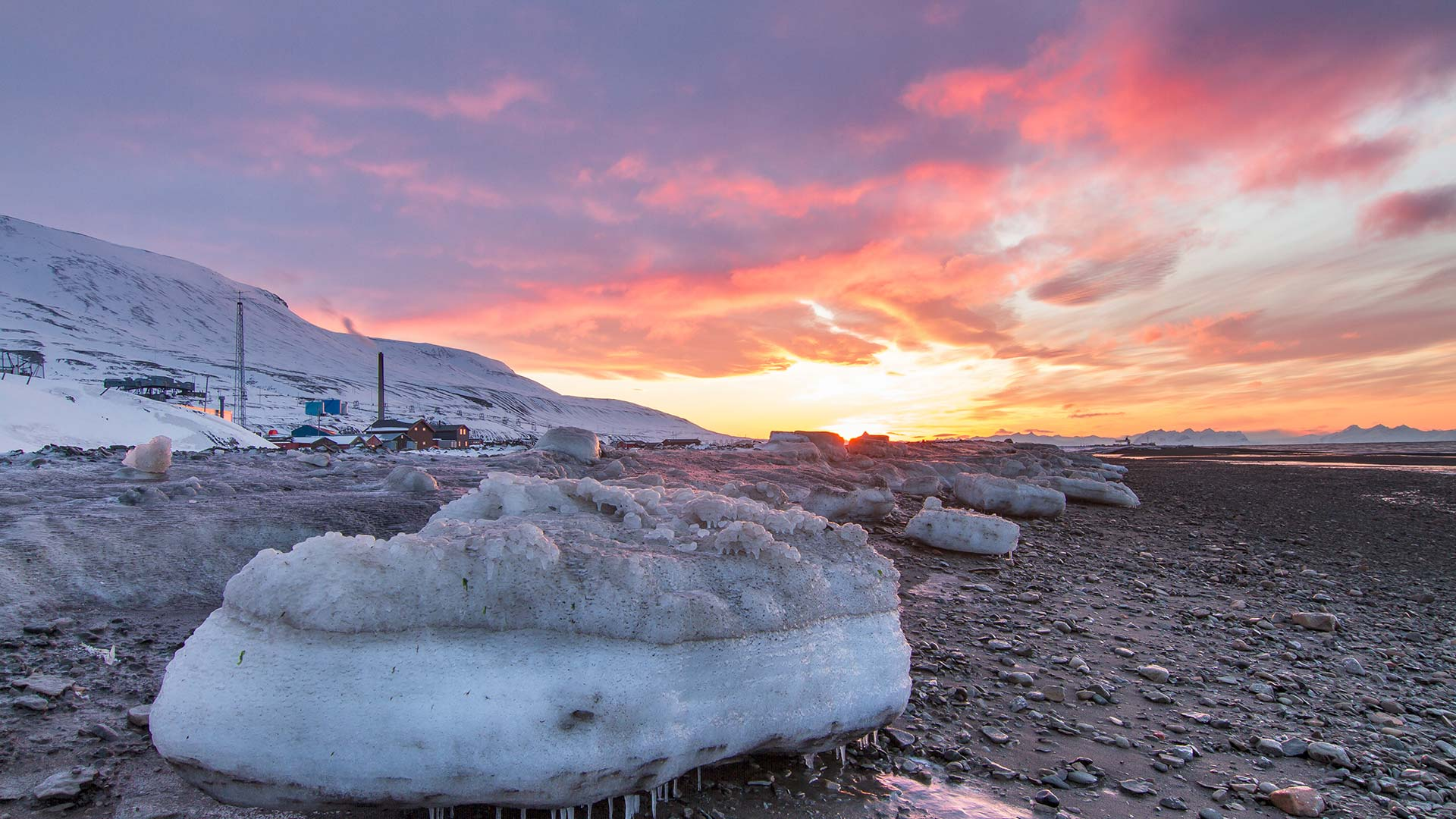 Midnight sun in Svalbard